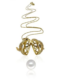 ROYAL-FALLS-COLLECTION-En-Mi-Corazón-18K-Yellow-Gold-Diamond-Pavé-Pearl-Locket-Pendant.jpg